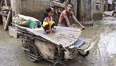 Měsíc po ničivých záplavách bojují Filipínci s 'krysí horečkou'